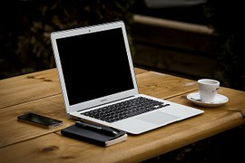 workstation-336369__180