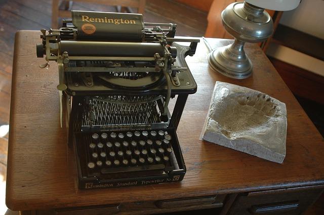 typewriter-386998_640